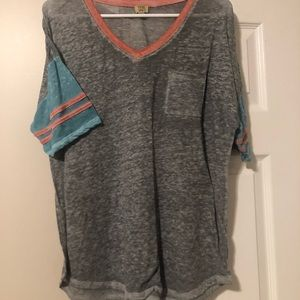 Lightweight women t shirt with front pocket